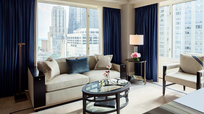 Peninsula-Chicago-Executive-Suite-Parlor-1